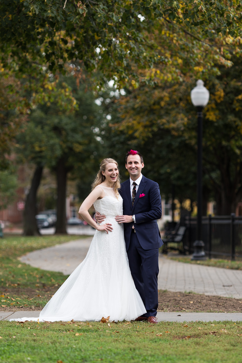 Bride and groom photos in Federal Hill Park (Baltimore, MD)
